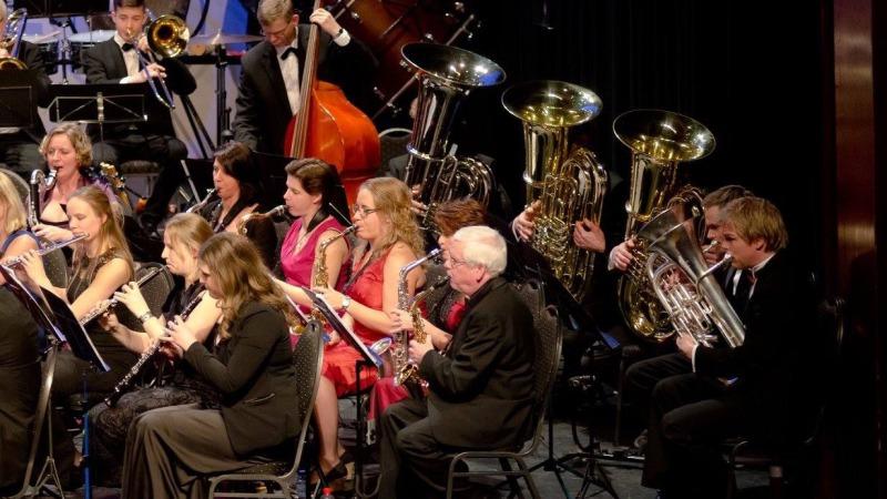 Muziekvereniging Wilhelmina Rijssen maakt muzikale start van het nieuwe jaar met Cor Bakker en Karin Hertsenberg