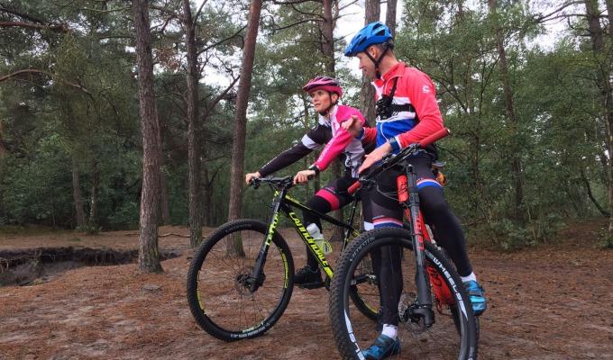Madelon Baans beleeft outdoor tijdens bezoek in Twente met Maarten Nijland.