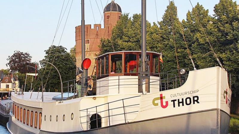 Pelserkade, vier schepen en een toren, Zwolle