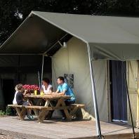 De Luxe Safaritenten van Landrijk de Reesprong heeft de Zoover Award Gold gewonnen.