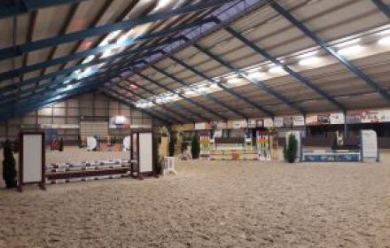 Indoor springen paarden & pony's