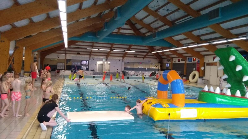 Zwembad de vlaskoel beleef tubbergen for Zwembad spel