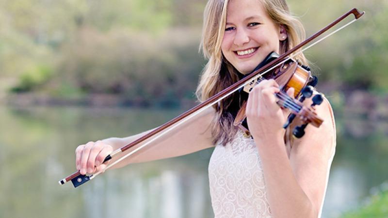 Violiste Chloë Elsenaar te gast bij Muziek onder de Trap