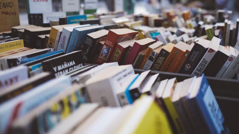 Grote boekverkoop van afgeschreven boeken