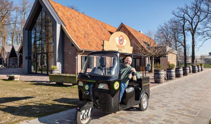 """Frank Hendriks van Twentse Bierbrouwerij Proeflokaal: """"Hier is alles écht Twents""""."""