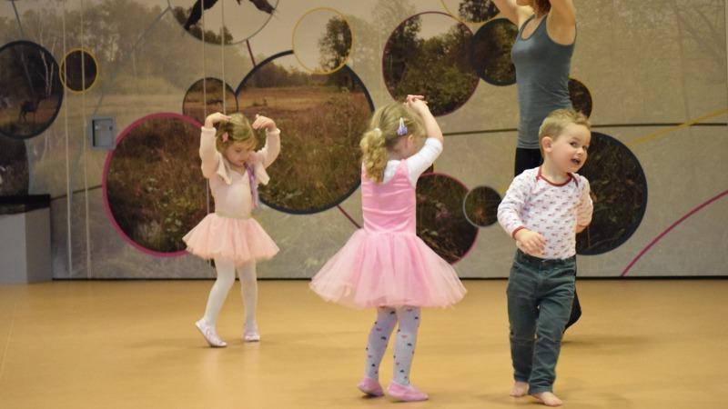 Peuterdans bij Kaliber kunstenschool in Oldenzaal