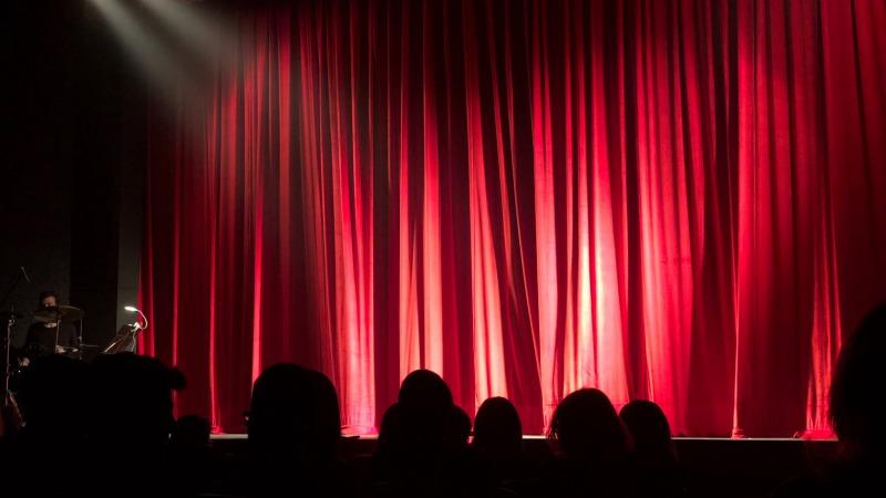 Theater: Twente Plat-Lachen is gezond