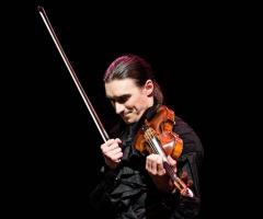 Sergey Malov solo op viool en cello da spalla