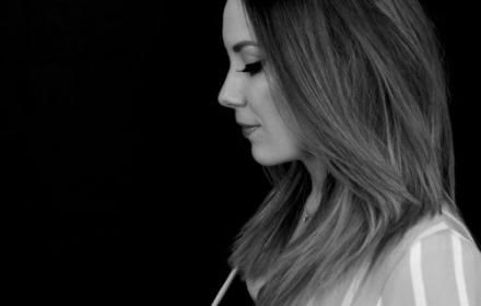 Lisa Lois sings Adele