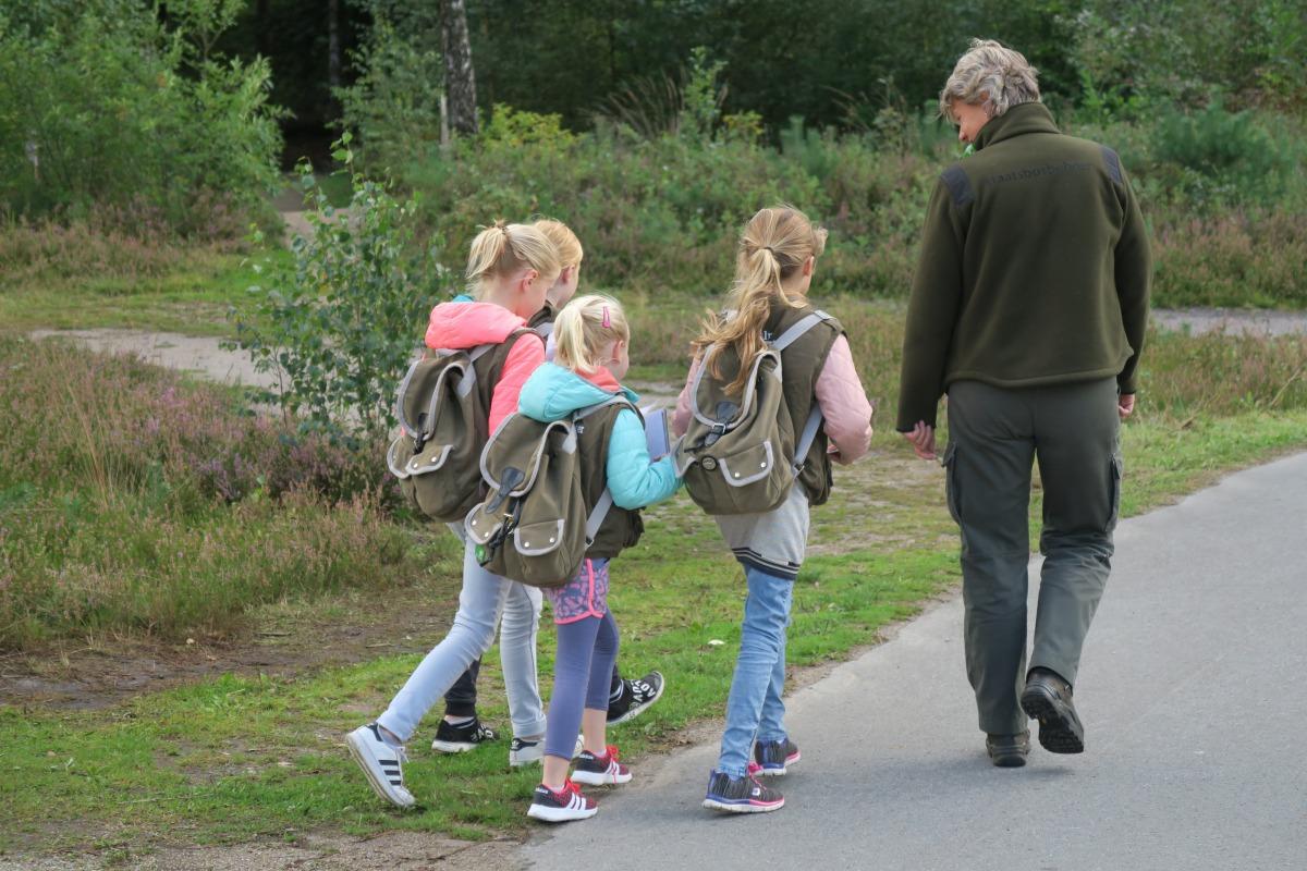 Nieuw Top 6 buitenactiviteiten voor kinderen die vies mogen worden NA-82