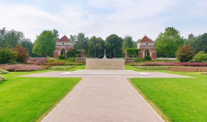 Het ereveld 'De Canadese Begraafplaats Holten'.