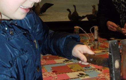 Vrijdag 3 januari: Vogelvoederstammetjes maken
