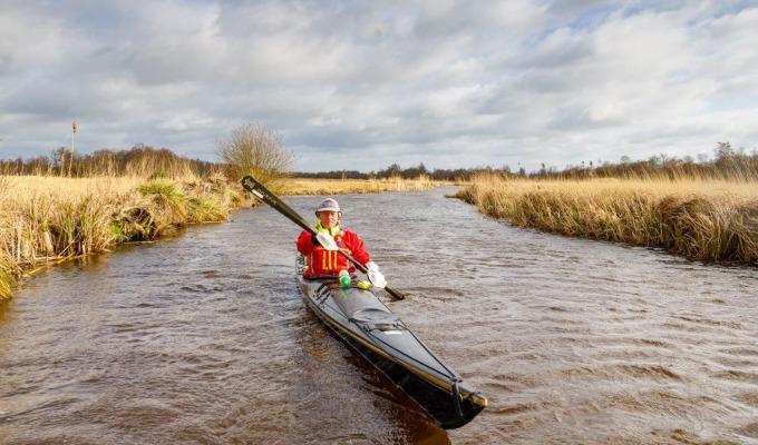 In de winter kanoën in Nationaal Park Weerribben-Wieden? Beleef een unieke ervaring.