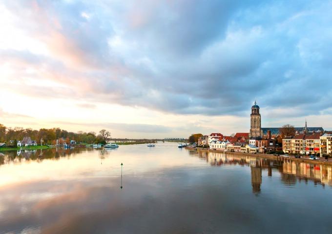 De 10 redenen om Deventer, de bruisende Hanzestad aan de IJssel, te bezoeken