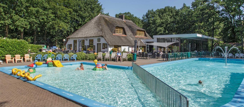 Buitenzwembad - Molencaten Park de Leemkule