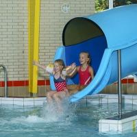 Zwembad met glijbaan camping Heino