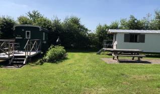 Trekkershutten bij camping Sproakstee