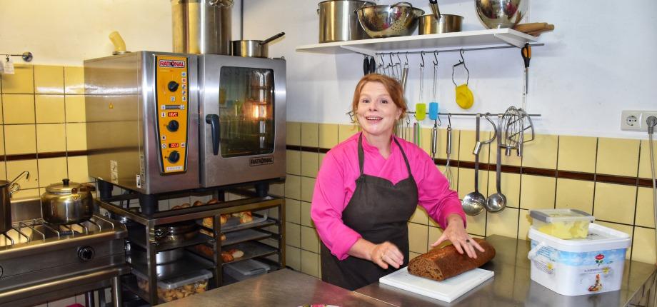 Marjolein in de keuken aan de slag