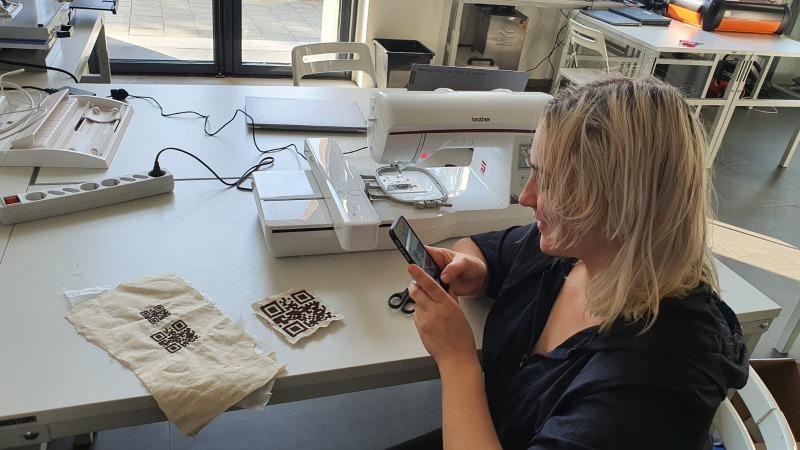 Demonstratie borduurmachine
