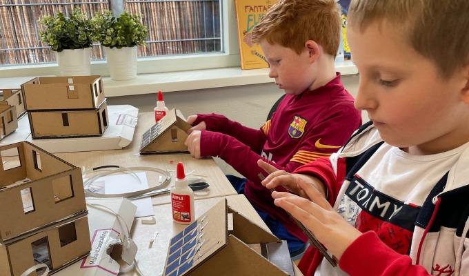 Jonge bouwers enthousiast over uitdagend Dura Vermeers Techniek huis