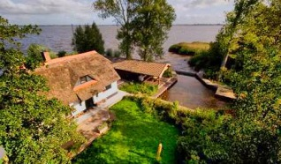 Vakantiehuis direct aan het meer
