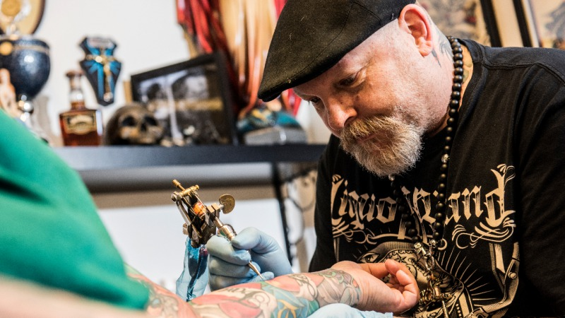 Snakebite Tattoos En Piercings Uit In Almelo