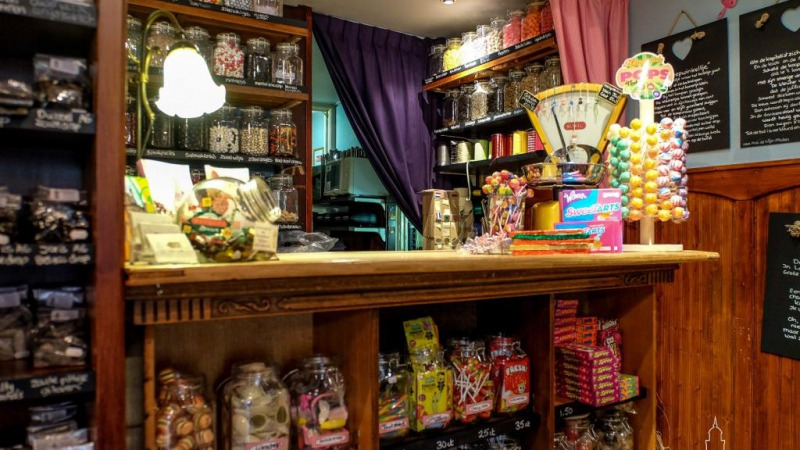 Snoepwinkel & Schenkerij De Leeuw