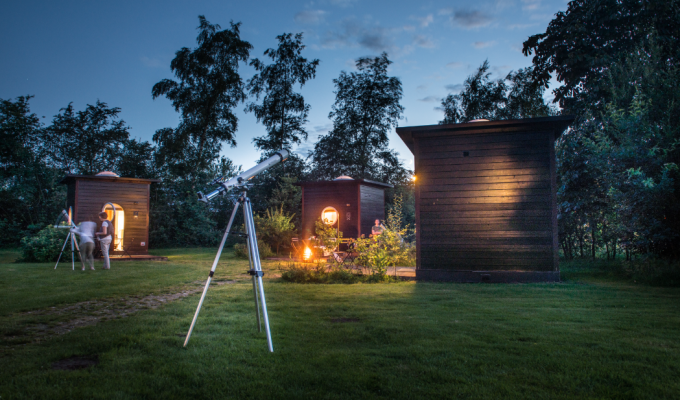 Unieke overnachting onder de Twentse sterrenhemel: een sterrenkubus