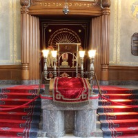 Binnen de synagoge