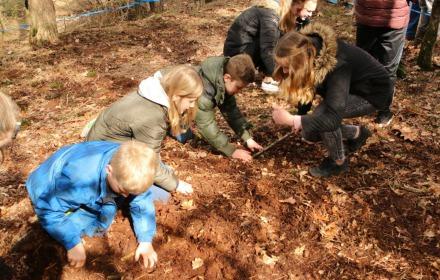 Eieren zoeken op Eerste Paasdag in de Hellendoornse berg