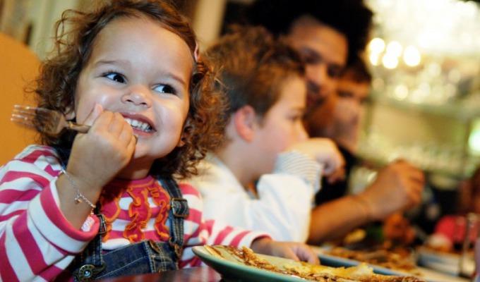 De 10 leukste restaurants voor kinderen. Waar kinderen kunnen spelen en wij lekker eten.