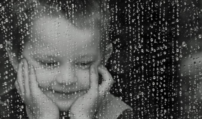 10 leuke dingen met kids bij slecht weer. Een beetje regen is zo erg nog niet.
